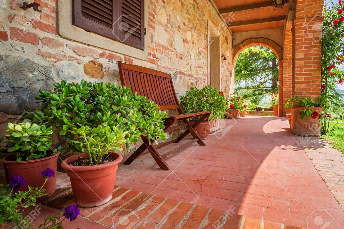 Schone Veranda Vor Einem Haus In Der Toskana Lizenzfreie Fotos