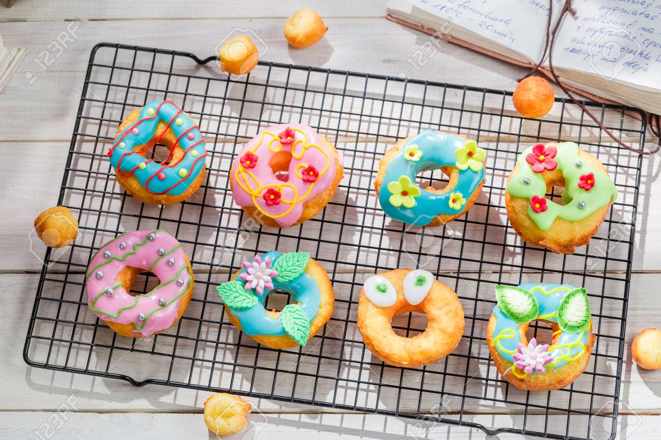 http://previews.123rf.com/images/shaiith/shaiith1510/shaiith151000336/47235293-Glazed-tasty-donuts-Stock-Photo.jpg