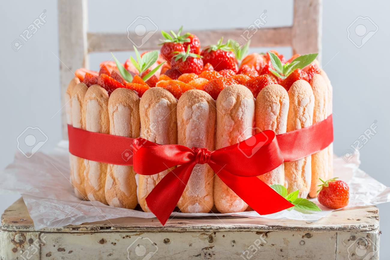 Homemade cake made of fresh fruits and jelly