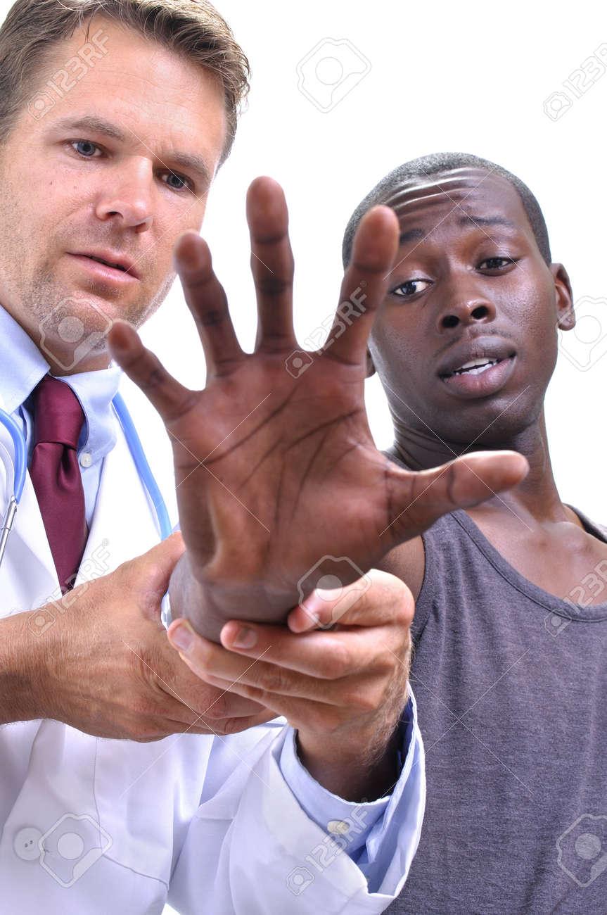 Weiß Arzt Untersucht Sehnen Der Ausgestreckten Hand Und Handgelenk ...