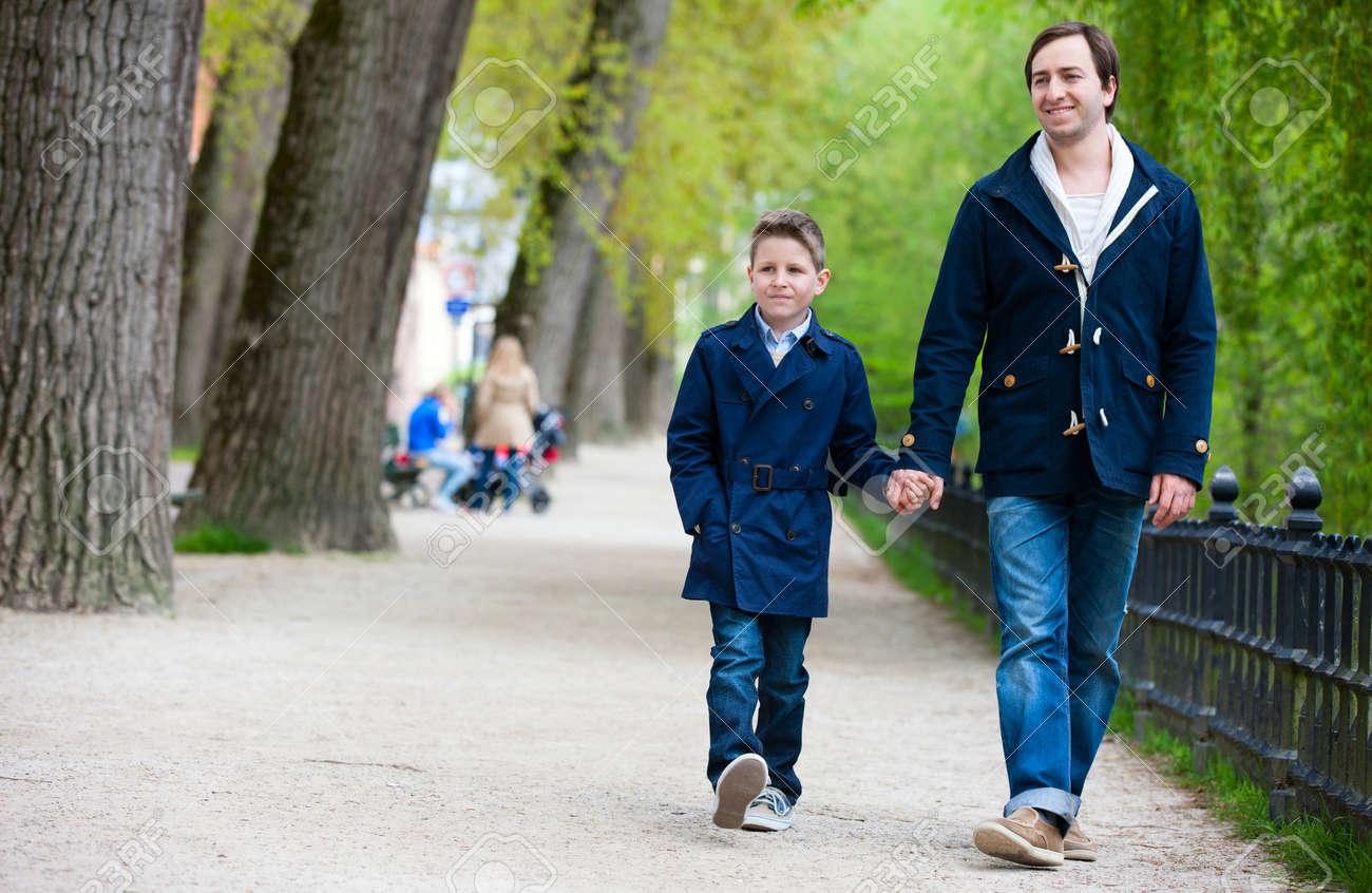 Resultado de imagen para papa con hijo parque