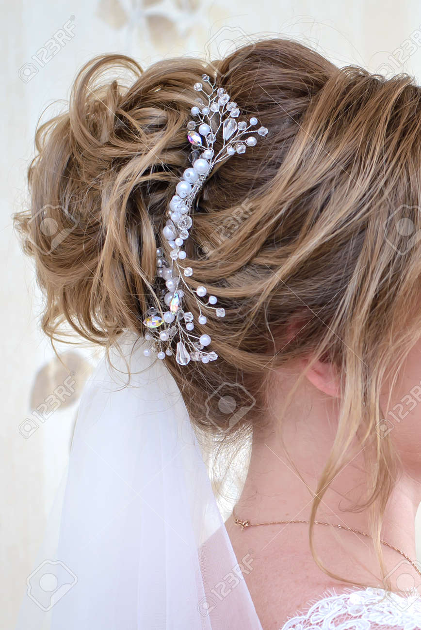 Wedding Hairstyle For Long Blonde Hair With A Beautiful Ornament