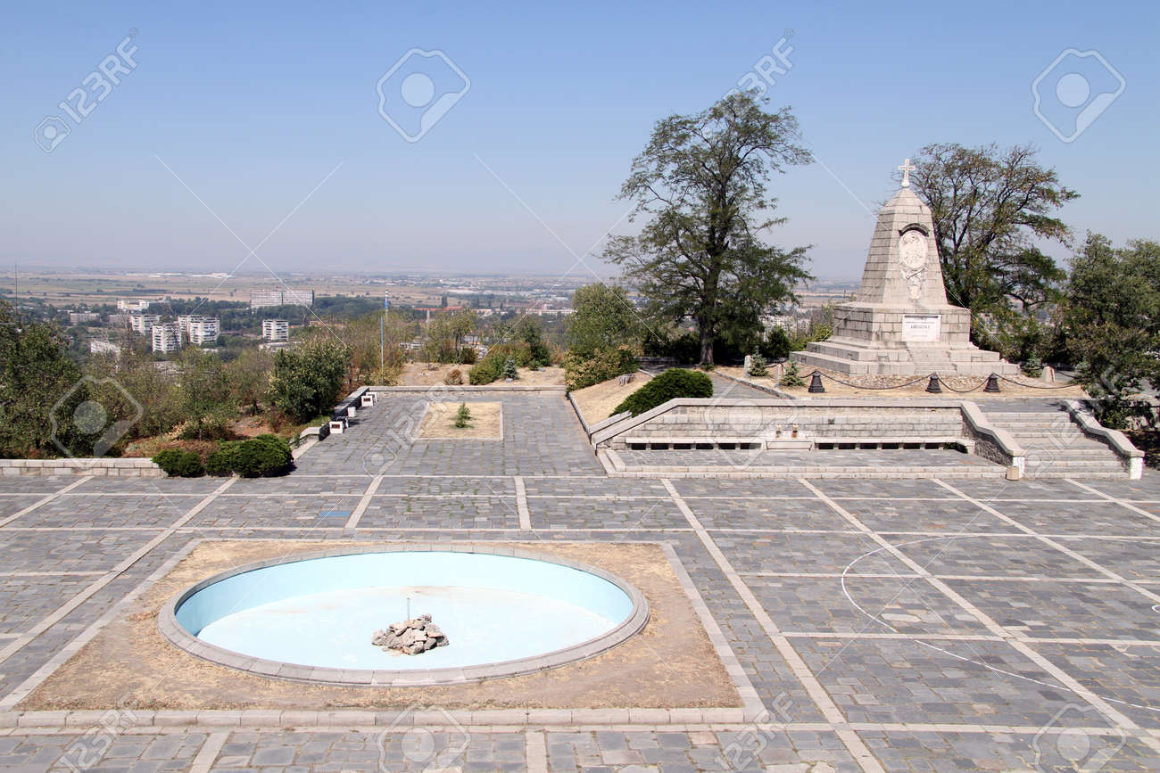 Fountain and monument in Plovdiv, Bulgaria Stock Photo - 15156310