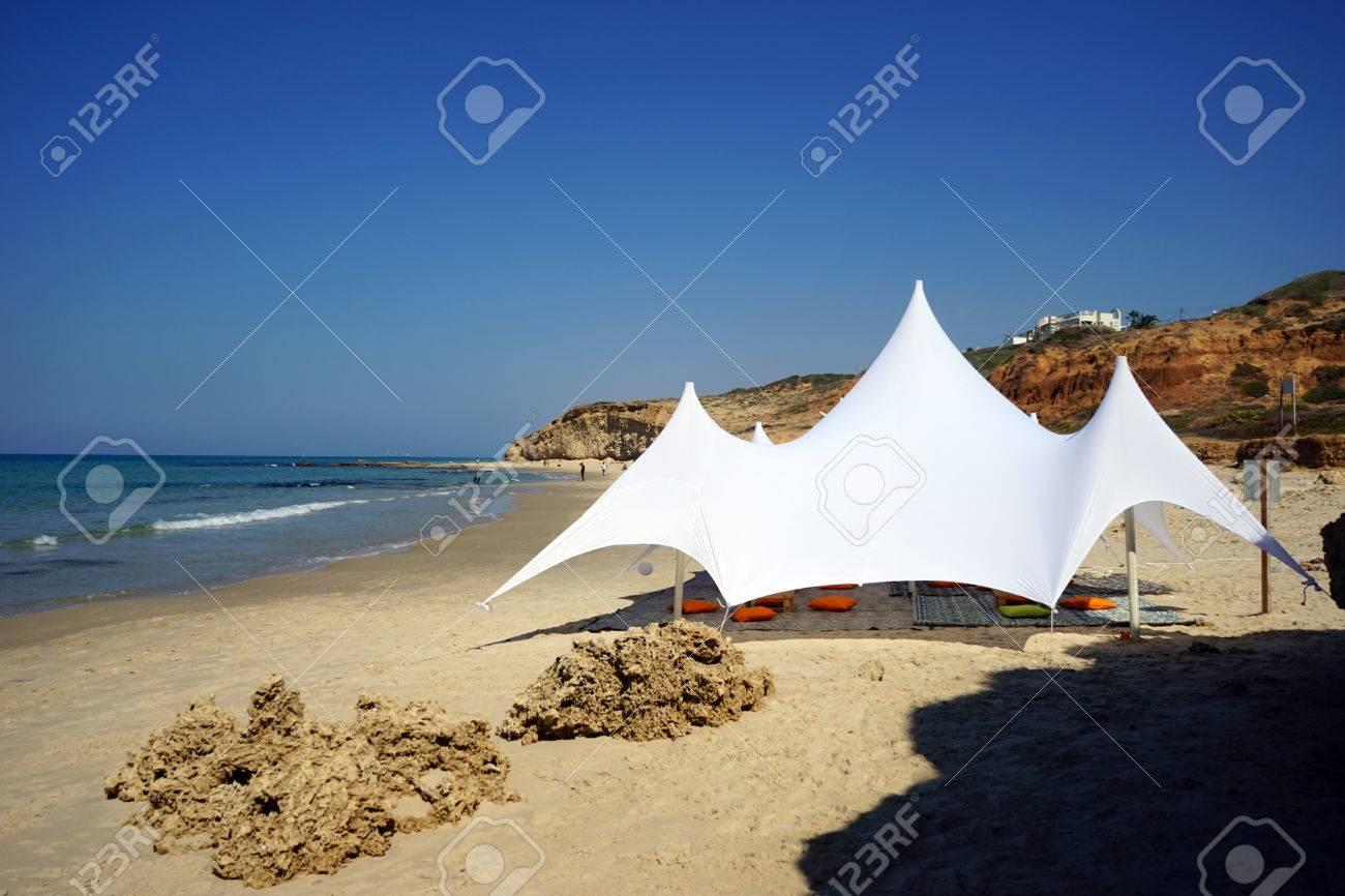ネタニヤ、イスラエル付近の砂浜...