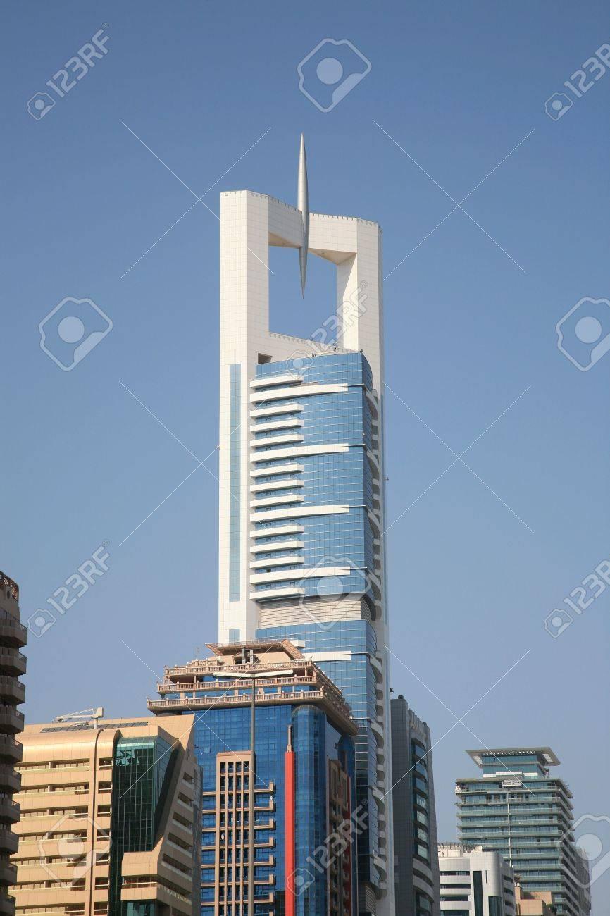 el aumento de edificios modernos en dubai foto de archivo