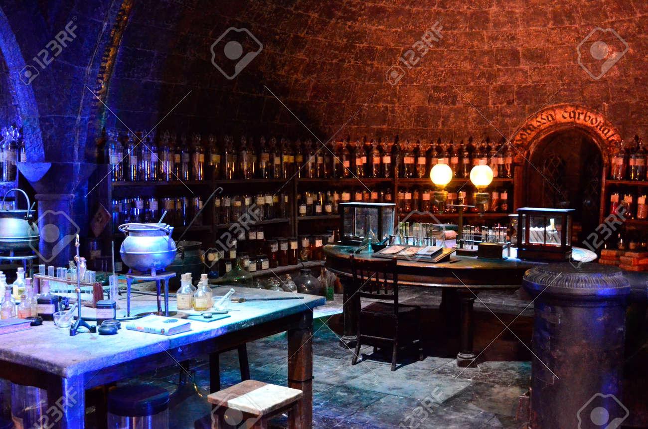 Die Hogwarts Zaubertränke Zimmer Bei Warner Brothers Studio Ein ...