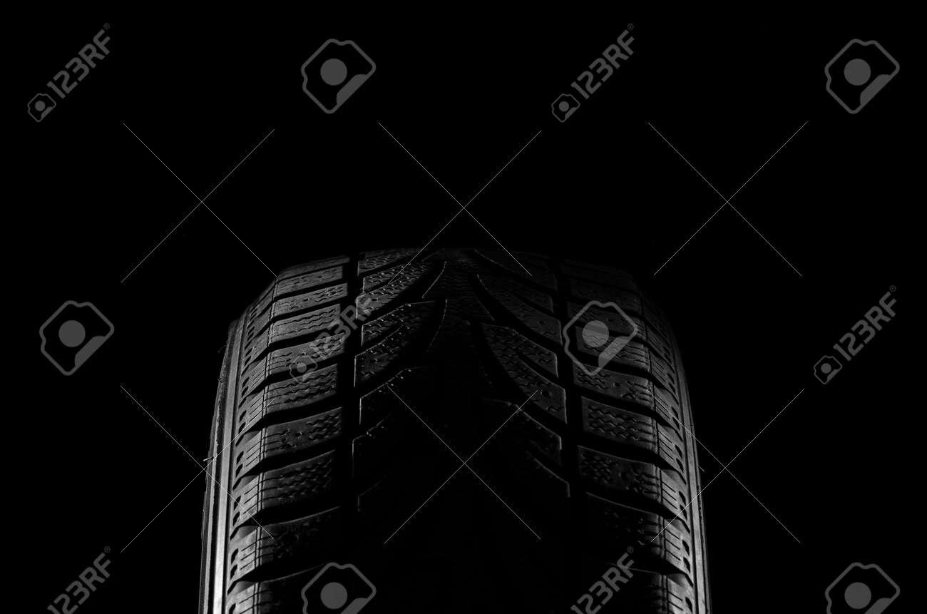 Tire lit on black - 33586567