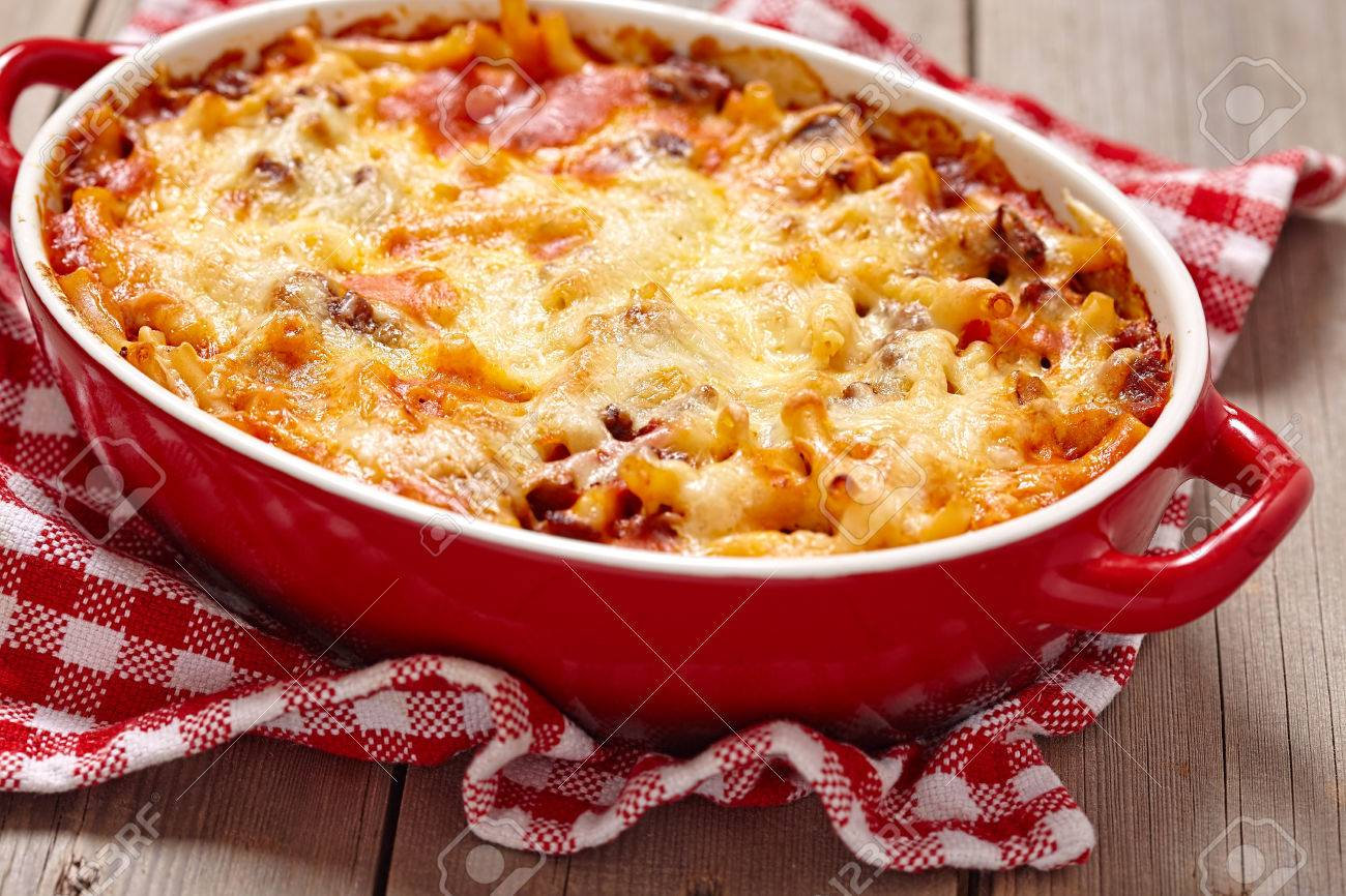 Easy macaroni casserole with lean ground beef - 55799380
