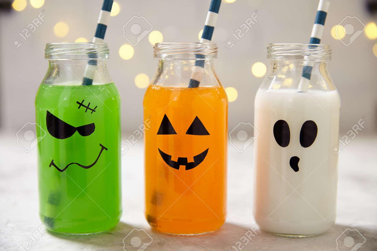 Nette Halloween-Getränke Für Eine Kinder-Party Lizenzfreie Fotos ...