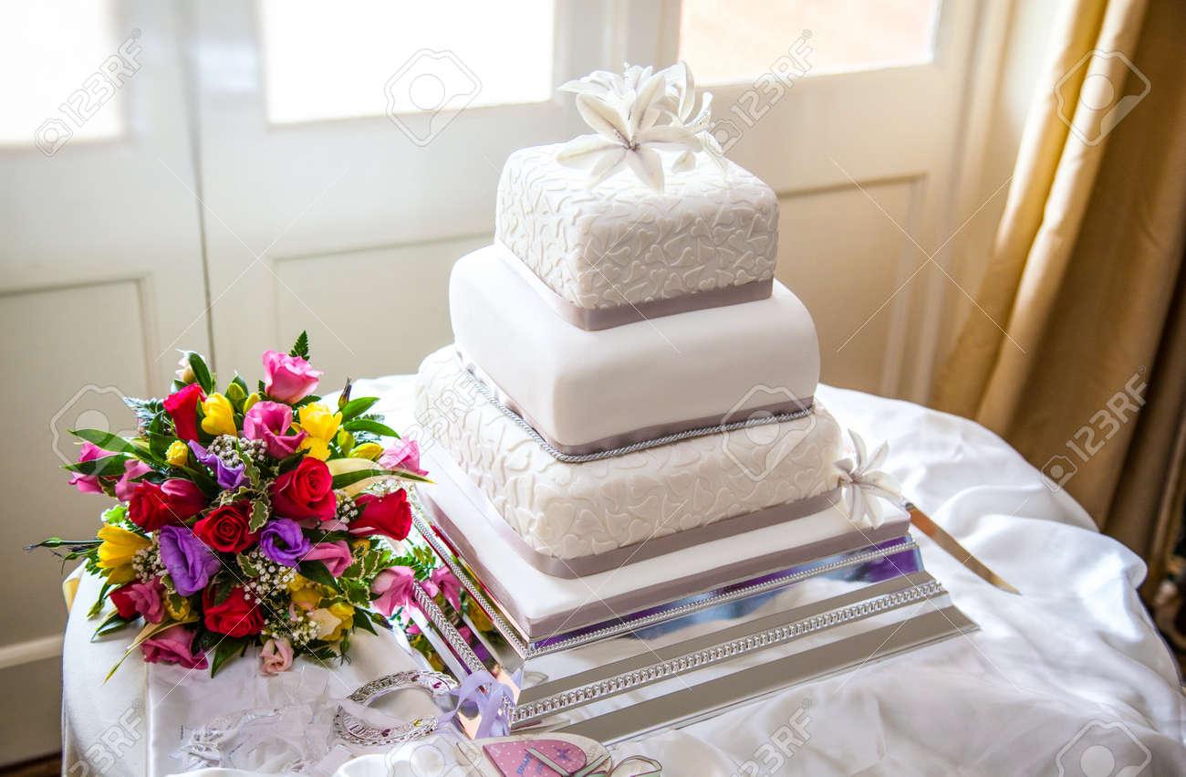 Wedding cake with flowers Stock Photo - 14196609