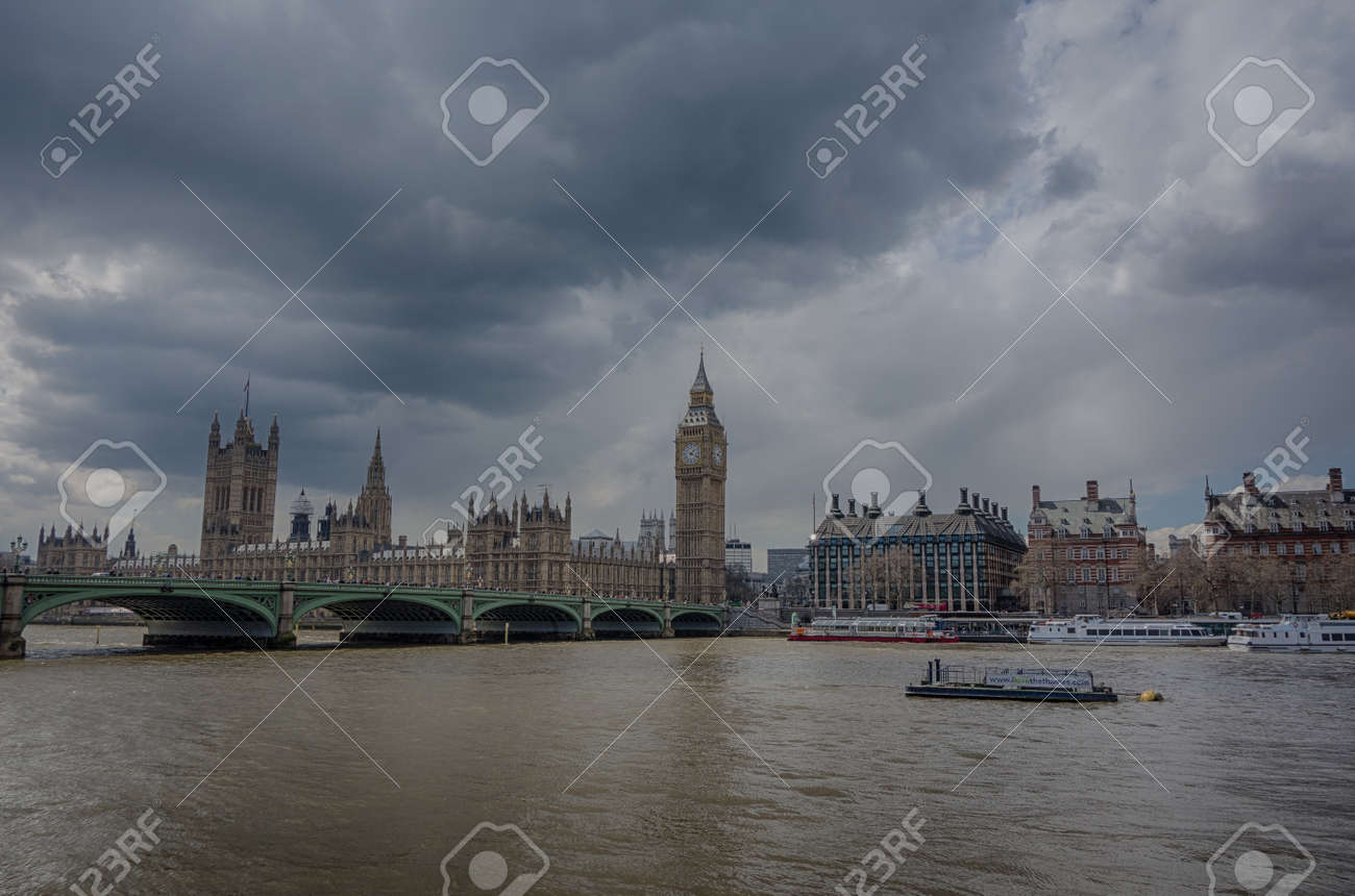 Big ben and houses of parliment Stock Photo - 19431152