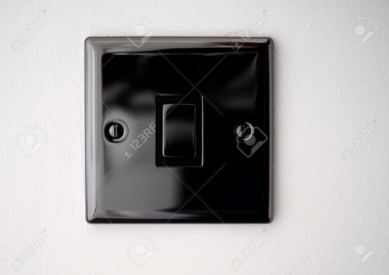 Ungewöhnlich Haus Lichtschalter Ideen - Schaltplan Serie Circuit ...