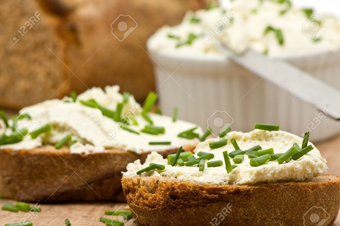 Delicious cream cheese on fresh sliced bread with chives Stock Photo - 7615019