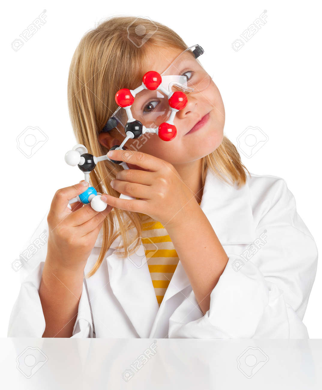 Cute young girl doing science experiements Standard-Bild - 14508327