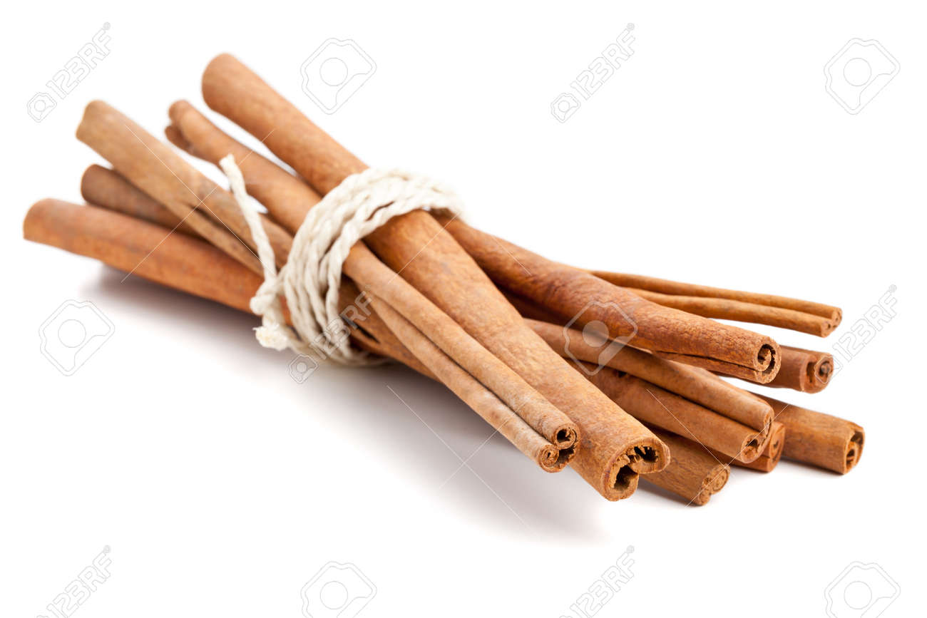 Bundled dried cinnamon sticks over white background Standard-Bild - 15794474