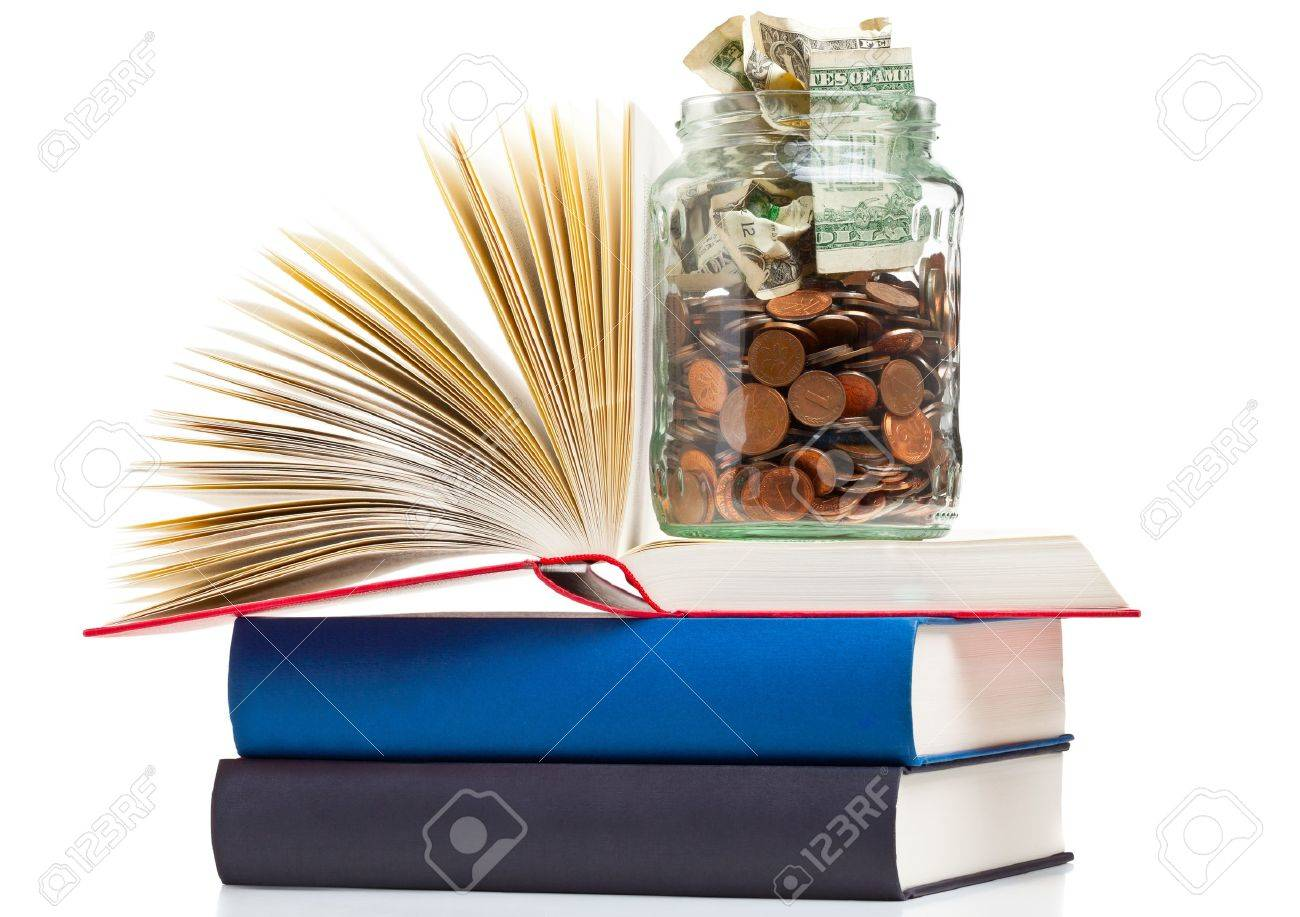 Books with penny jar filled with coins and banknotes - tuition or education financing concept Standard-Bild - 18586922