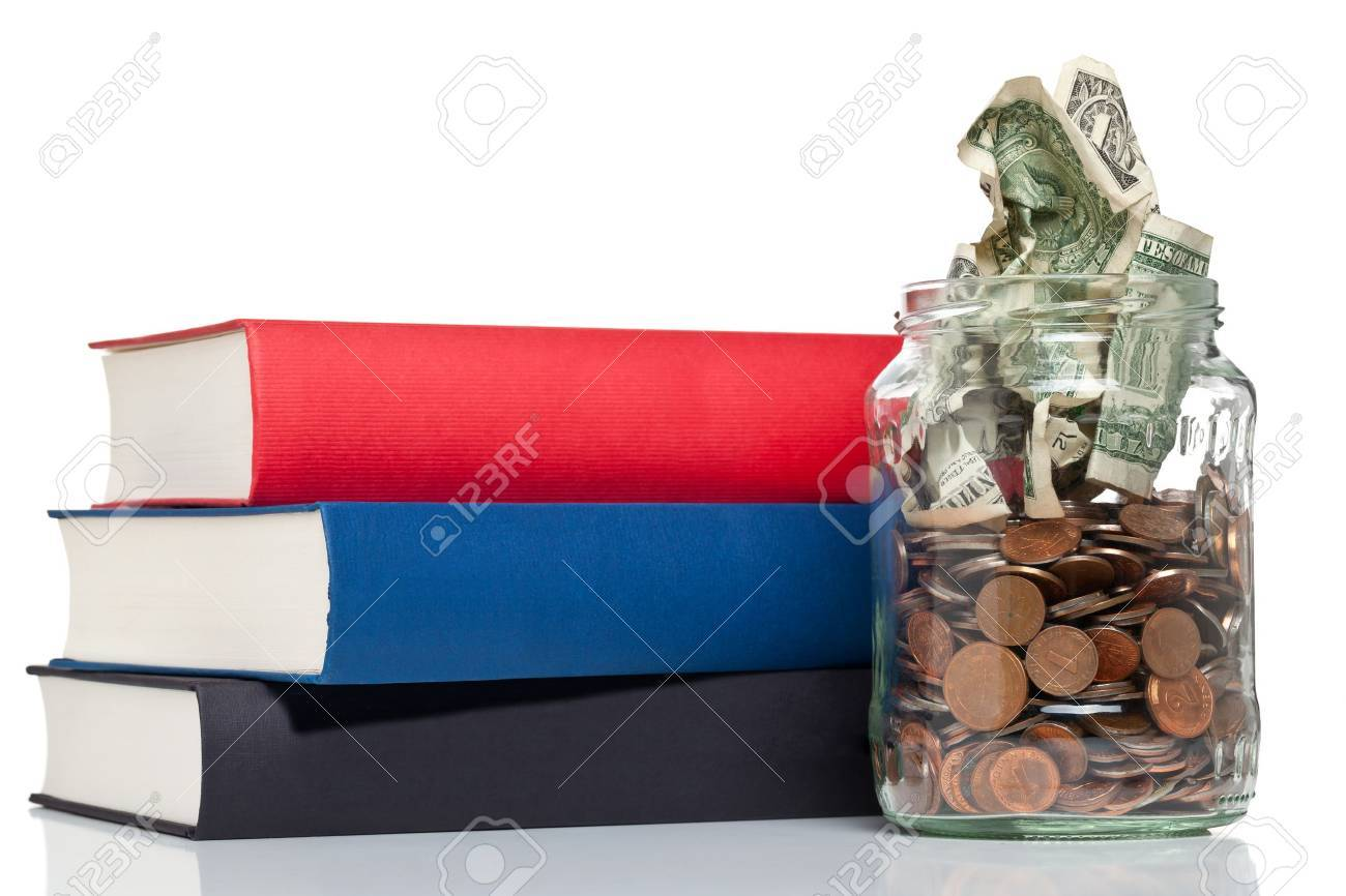 Books with penny jar filled with coins and banknotes - tuition or education financing concept Standard-Bild - 19424094