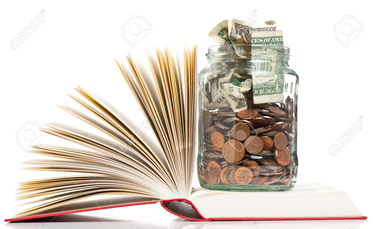 Books with penny jar filled with coins and banknotes - tuition or education financing concept Standard-Bild - 19424096