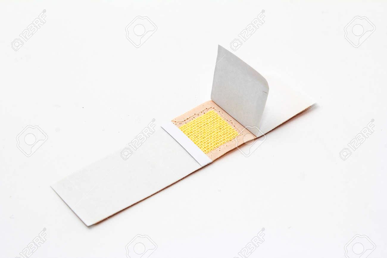 aide bande de plâtre, bandage isolé sur blanc banque d'images et