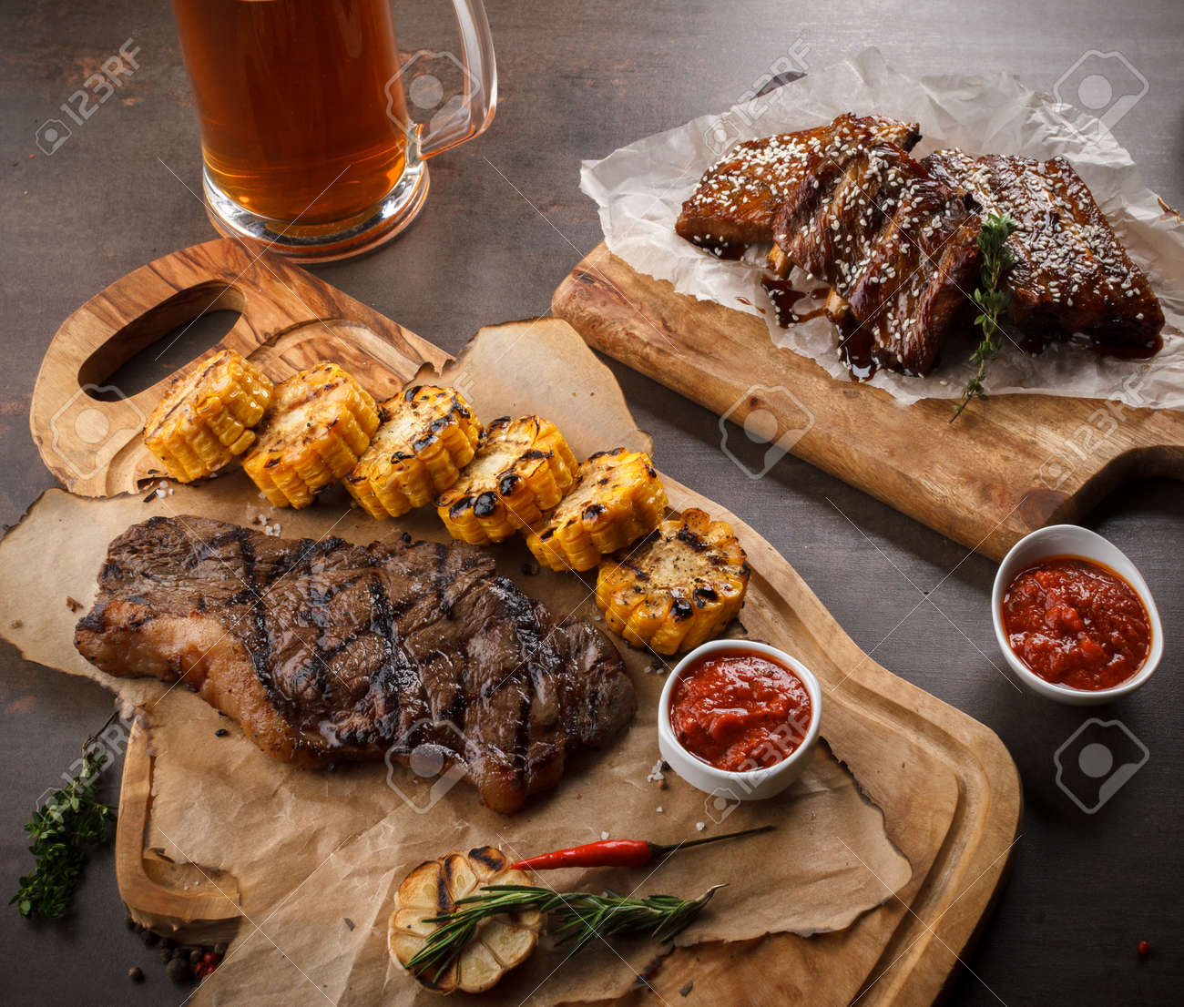 photo Barbecued Ribs with Rosemary Corn