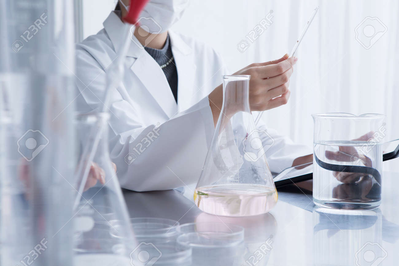 Women are studied in the laboratory Stock Photo - 50948894