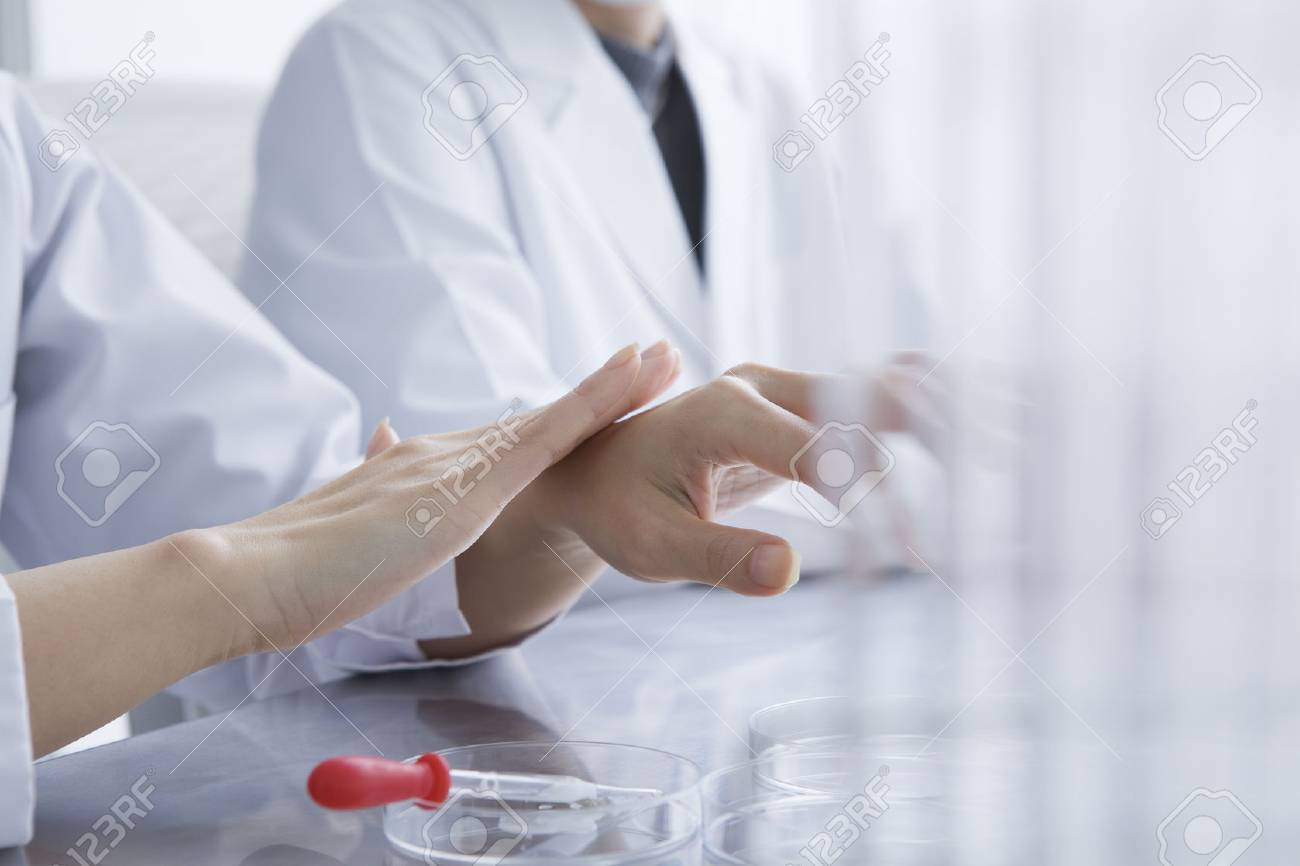Women are studied in the laboratory Stock Photo - 50948799