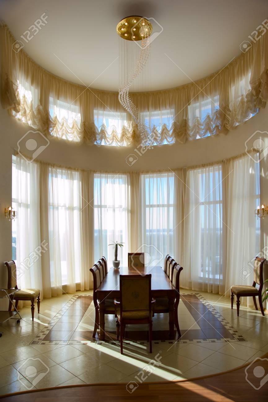 Cette chambre moderne dans la maison de luxe. intérieur de la maison