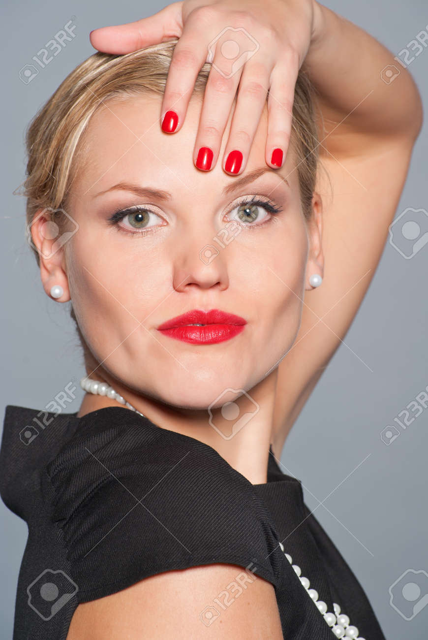 With Retro Glamour Make-up