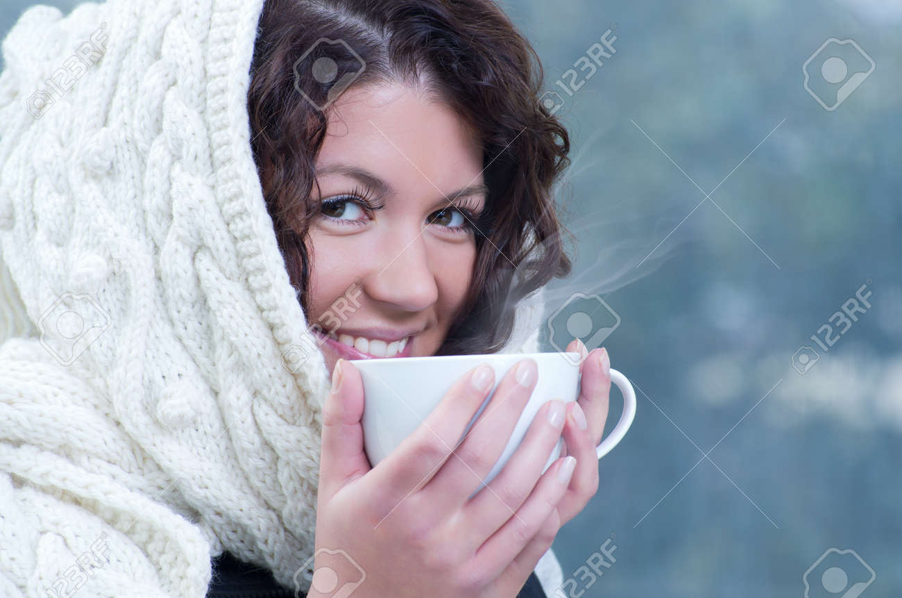 Pretty young caucasian brunette woman wearing white scarf with hood in a outdoor winter portrait Stock Photo - 10762200
