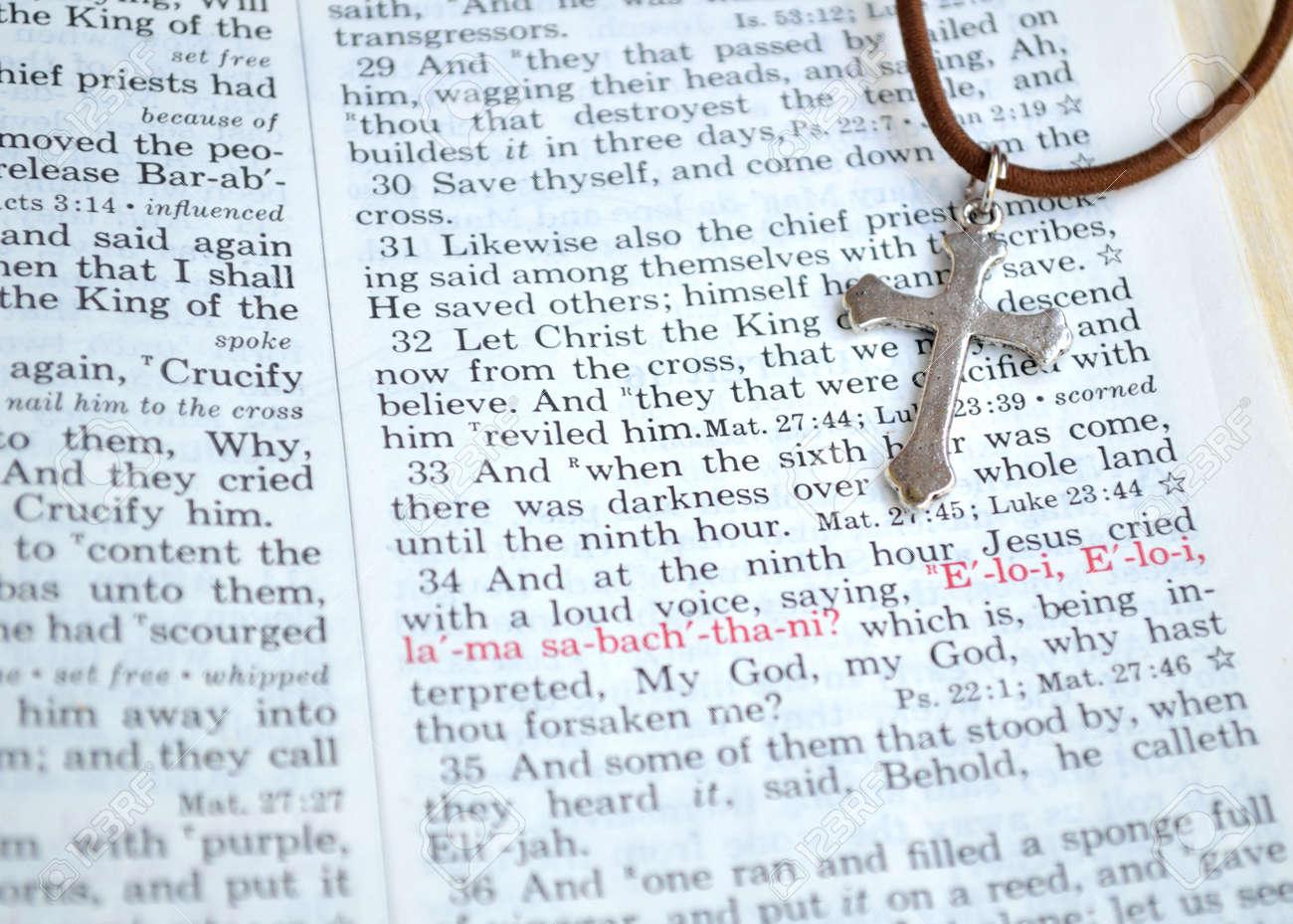 Viernes Santo, Escritura Fondo Crucifixión. Primer Plano De La ...