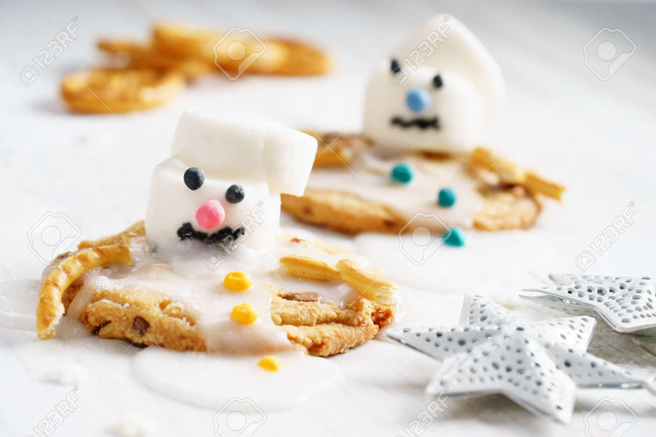 Melting Snowman Biscuits Marshmallow Snowman Decorates On Cookies