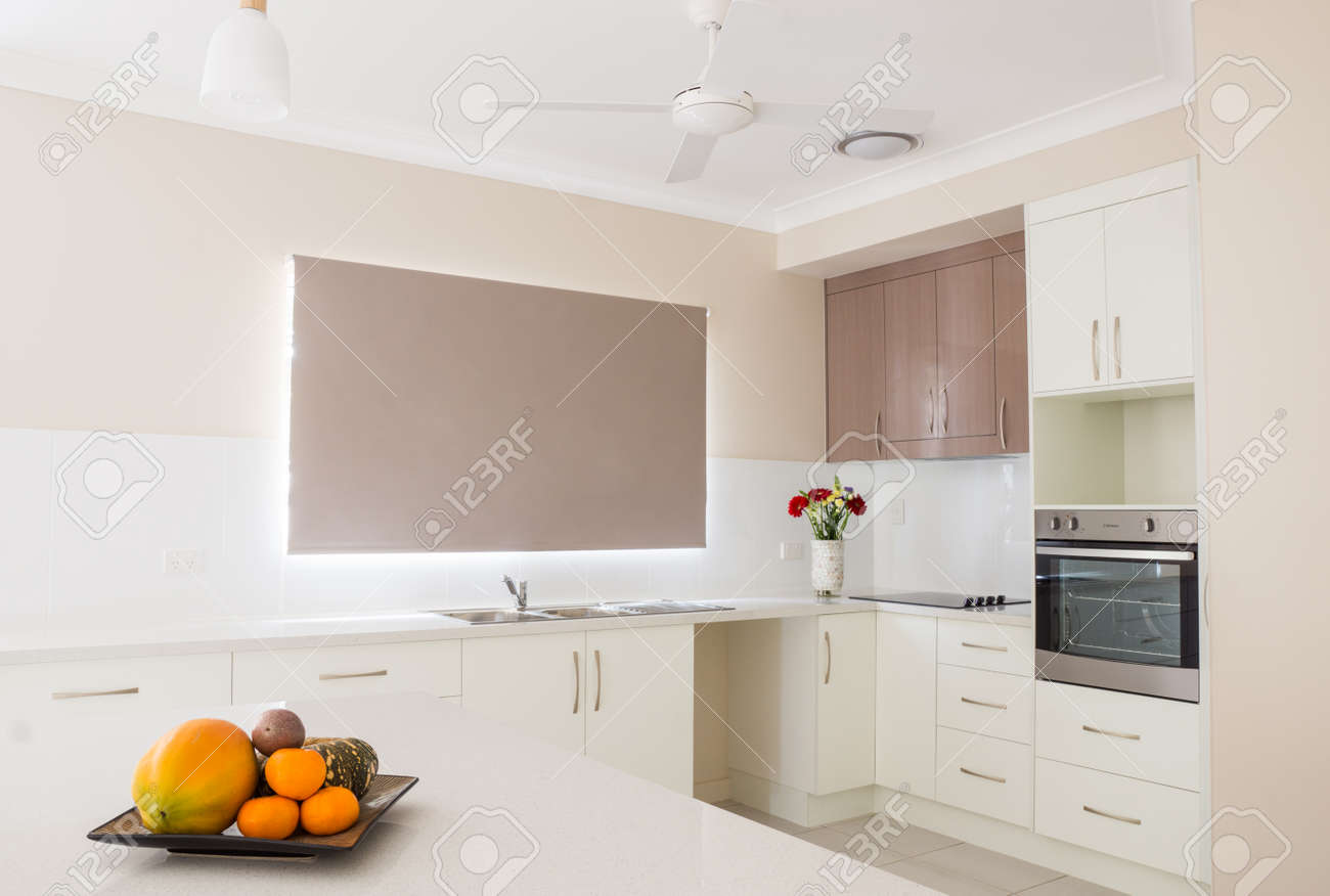 Neue Moderne Offene Küche Lizenzfreie Fotos, Bilder Und Stock ...