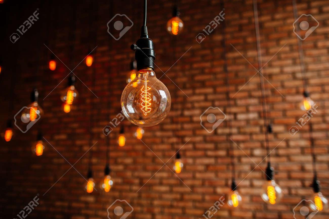 Lampadina edison filamento retrò vintage arredamento sul muro di