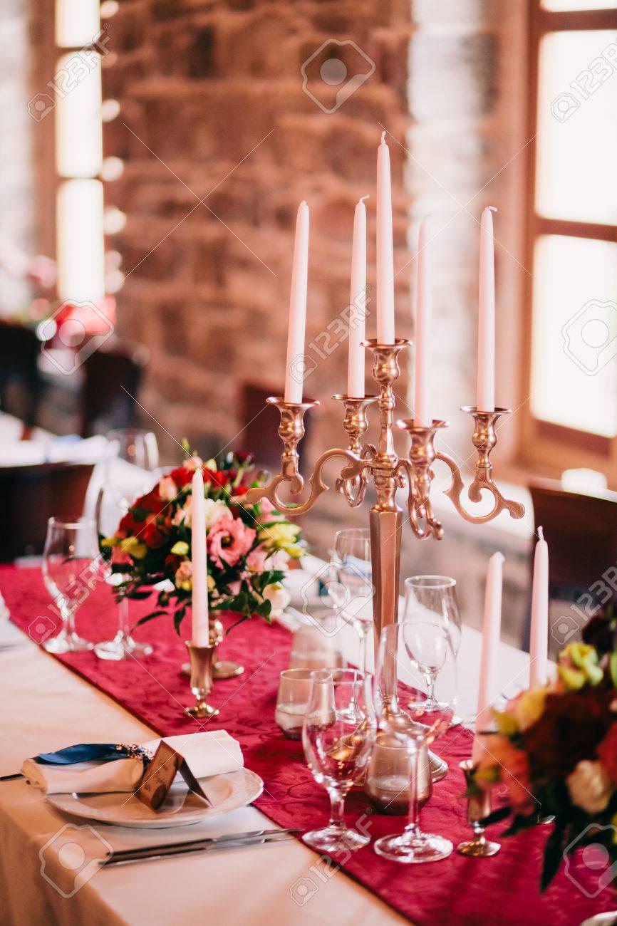 Hochzeitstisch Mittelstuck Tischabdeckung Im Schlossrestaurant