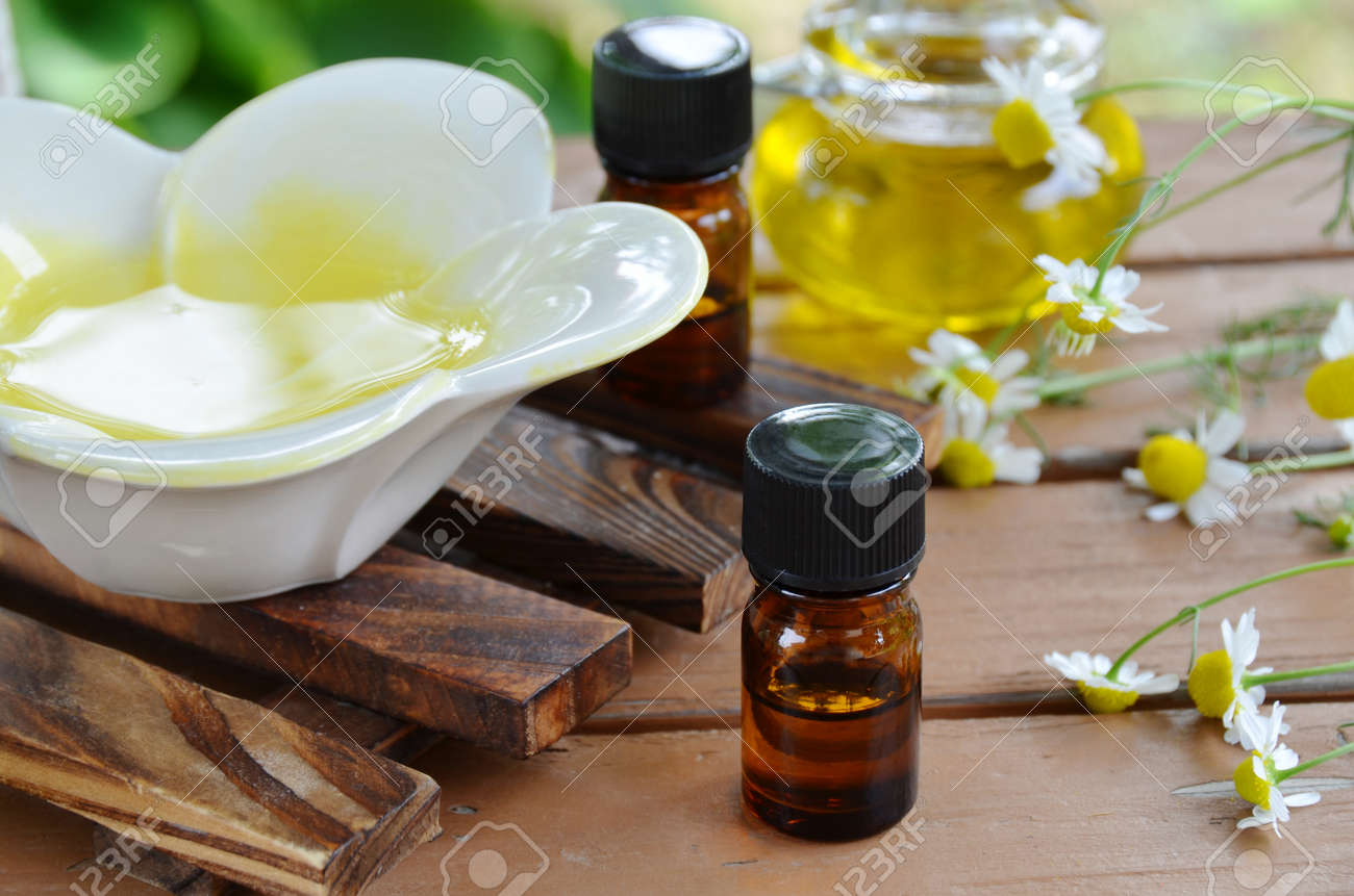 aromatherapy oils with chamomile - 26795442