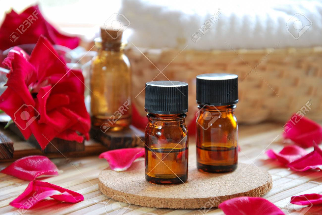 essential oils with roses for aromatherapy treatment - 40391535