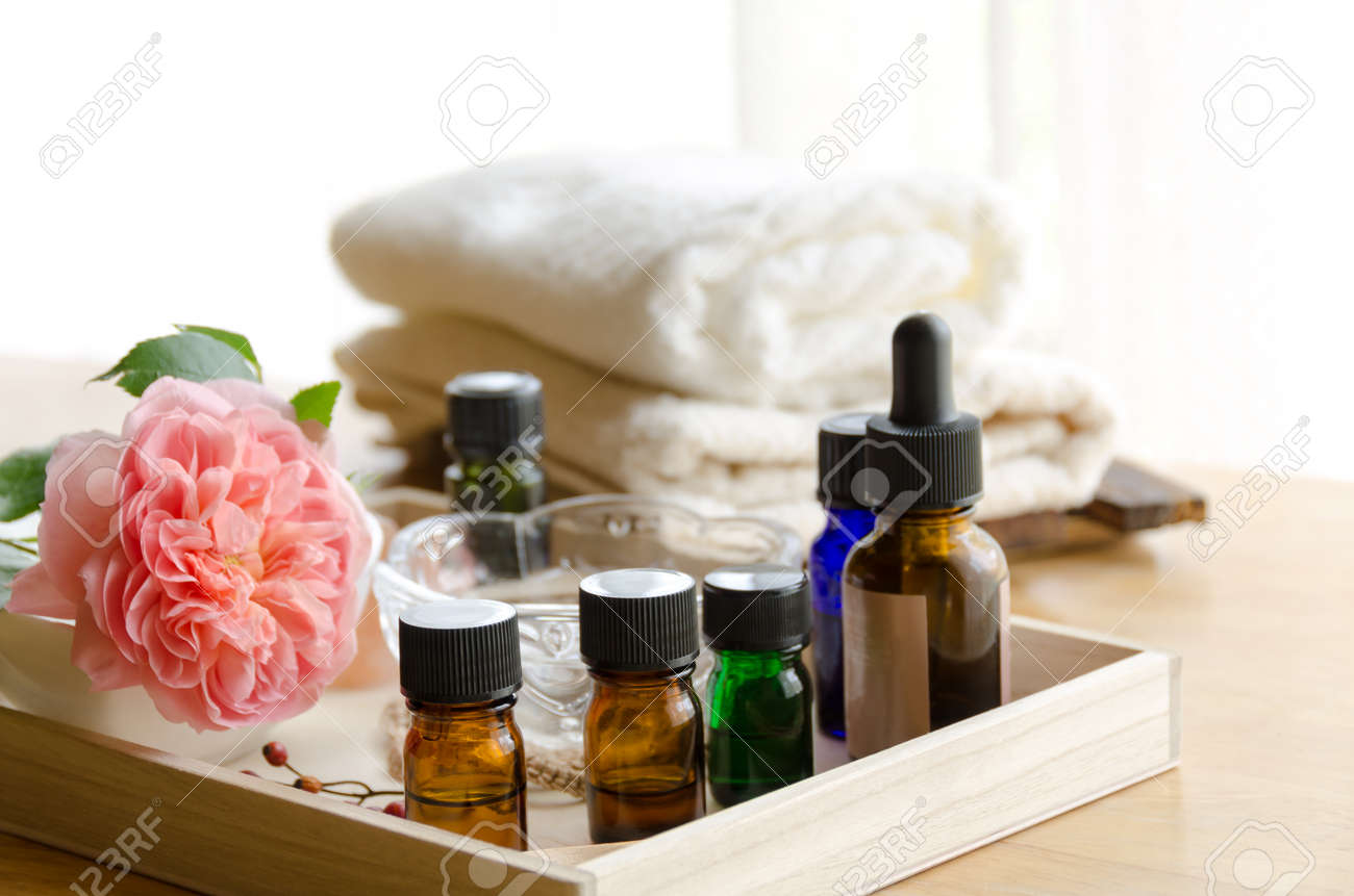 essential oils with rose at beauty salon - 40391591