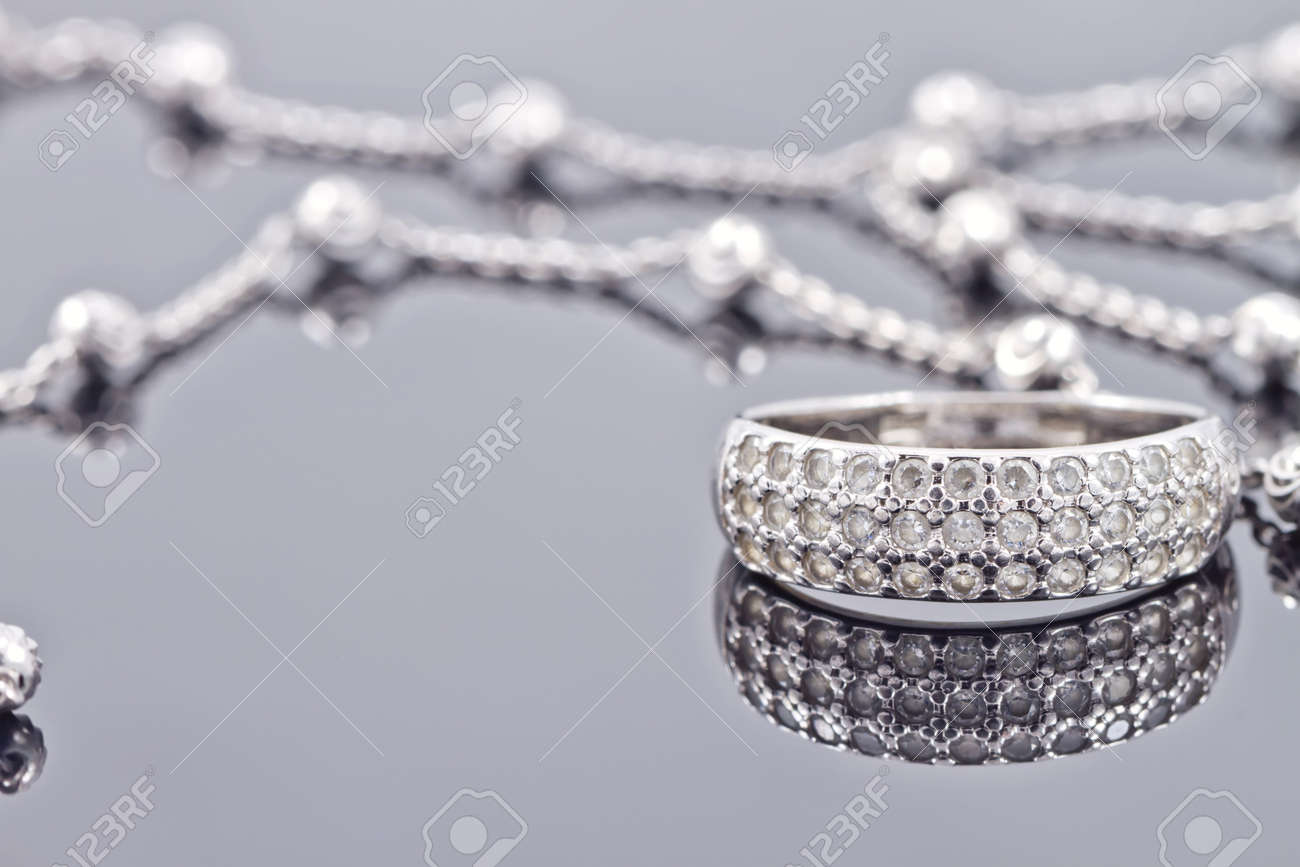 engagement silver ring with precious stones and fine silver chain Standard-Bild - 44145411