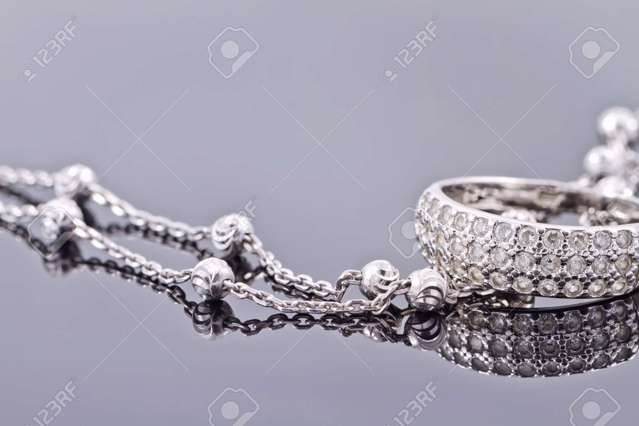 engagement silver ring with precious stones and fine silver chain Standard-Bild - 44145433