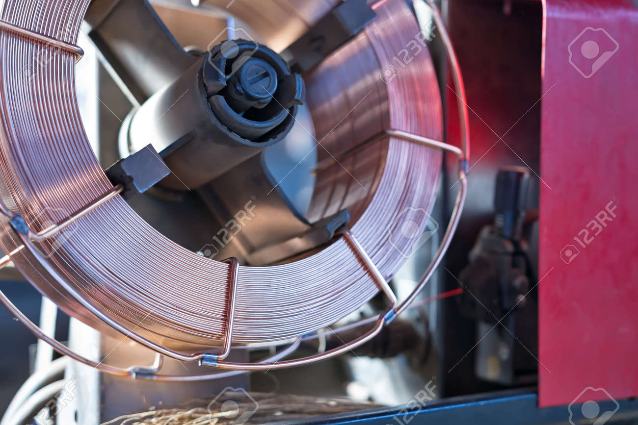 Reel copper coated welding wire for feeding in semi-automatic welding apparatus Standard-Bild - 46048806