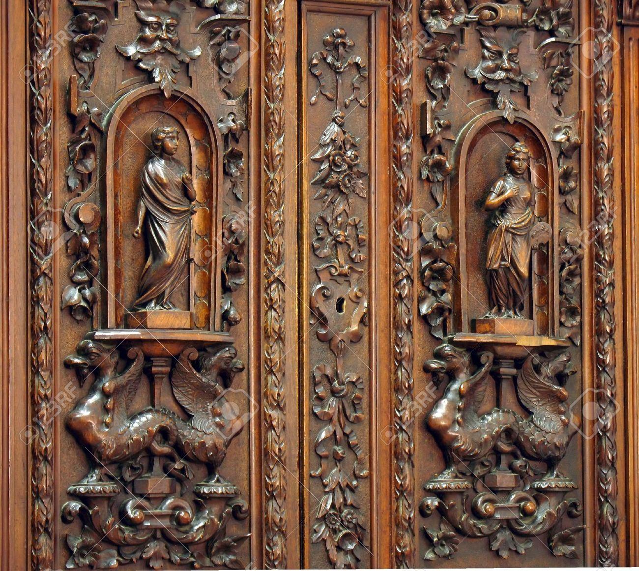 Antik Schrank   Schönen Holzschnitzereien Im Niederländischen