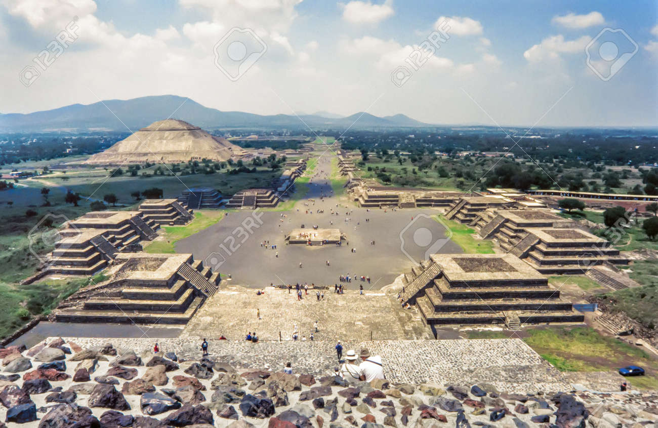View of the ruins of Teotihuacan.The Avenue of the Dead and the pyramid of the sun seen from the pyramid of the moon - 91504163