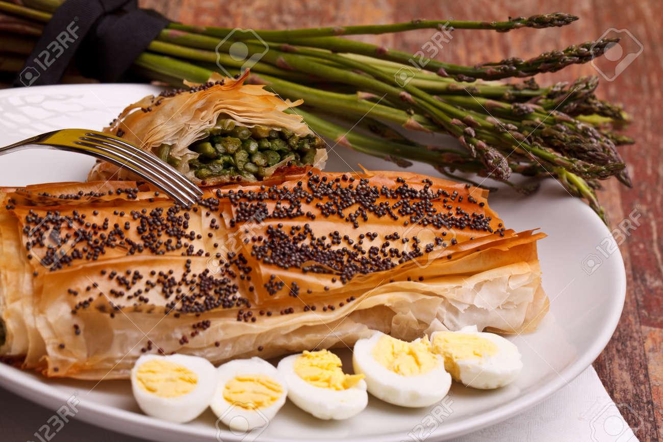Mediterrane Küche Rezepte - Spargel In Kruste Mit Mohn Auf Der ...