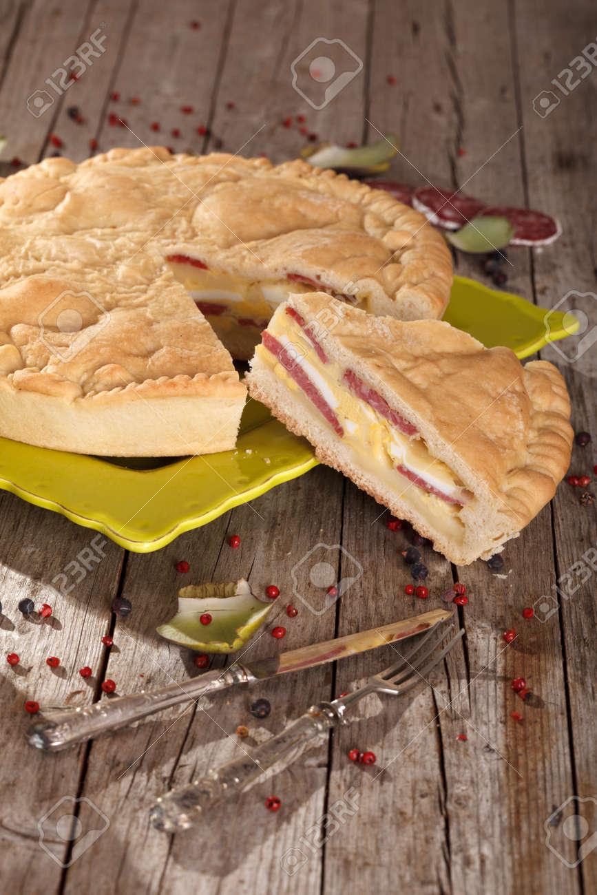 Italienische Kultur Herzhaften Kuchen Mit Kase Salami Und Eiern