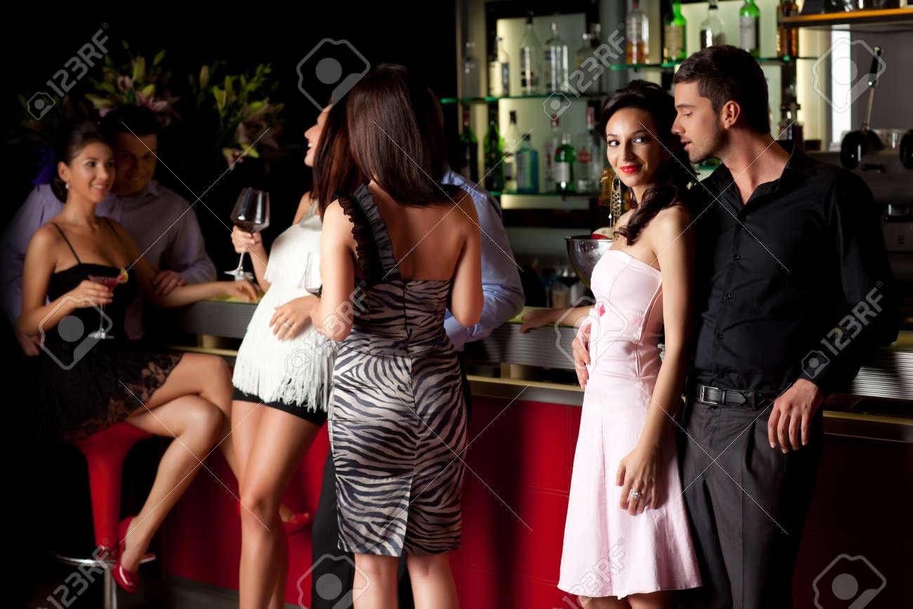 flirter dans un bar