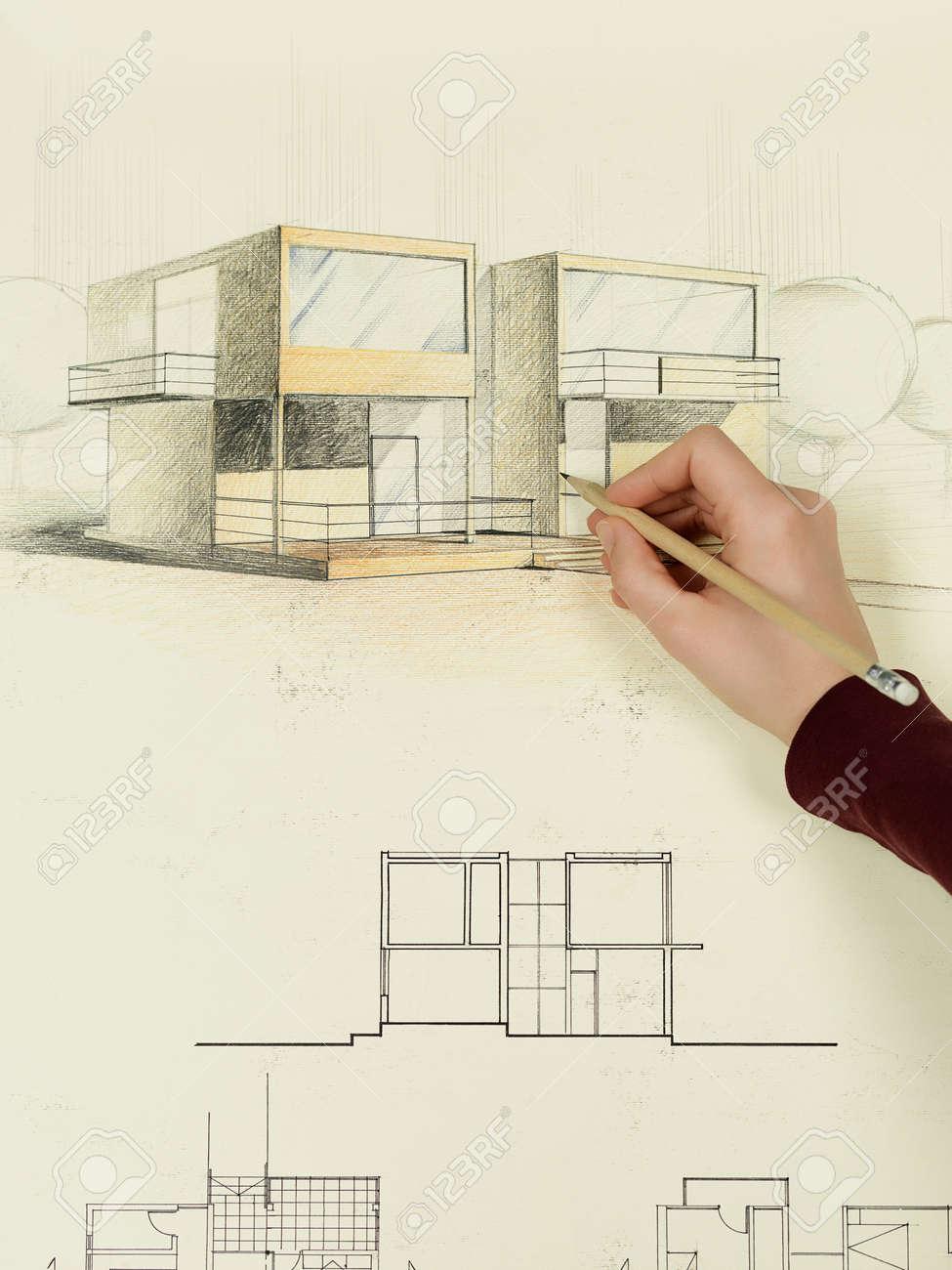 Femme en perspective la main dessin d'architecture de la maison ...