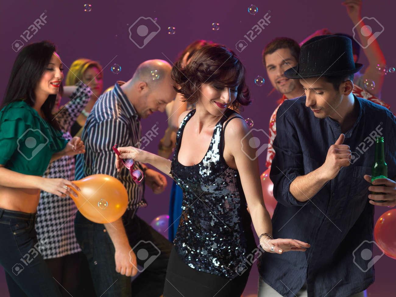 beim tanzen flirten