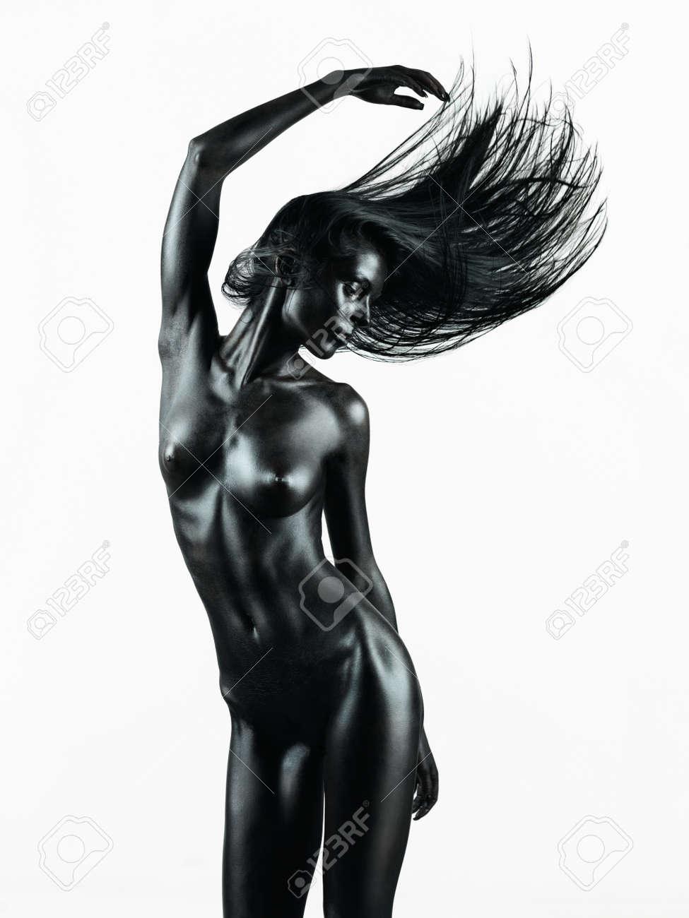 chica de escalada gimnástica desnuda