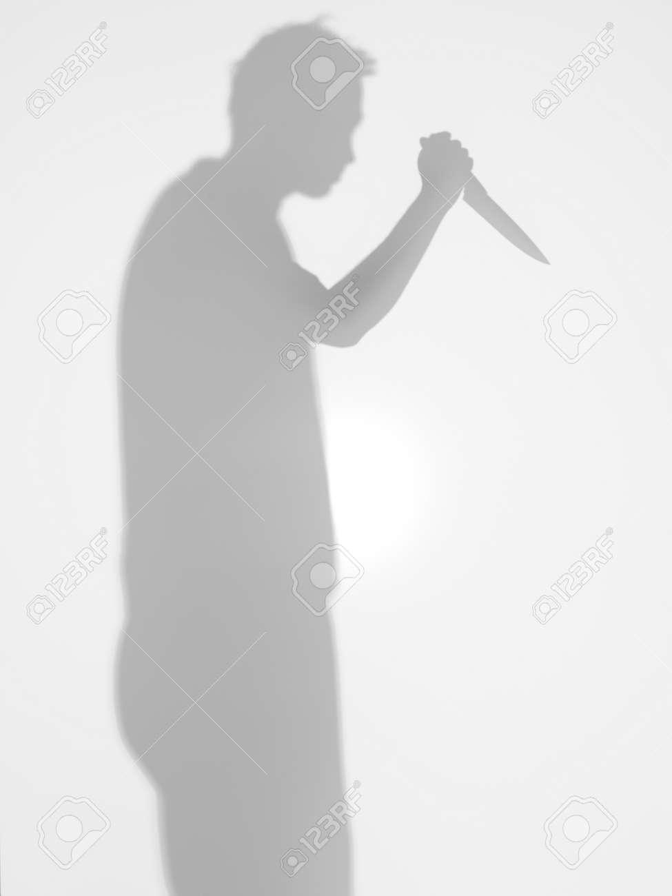 Man silhouet met keuken mes in zijn hand staan â₉€Â¹ÃƒÂ¢Ã¢'‰€Â¹van ...