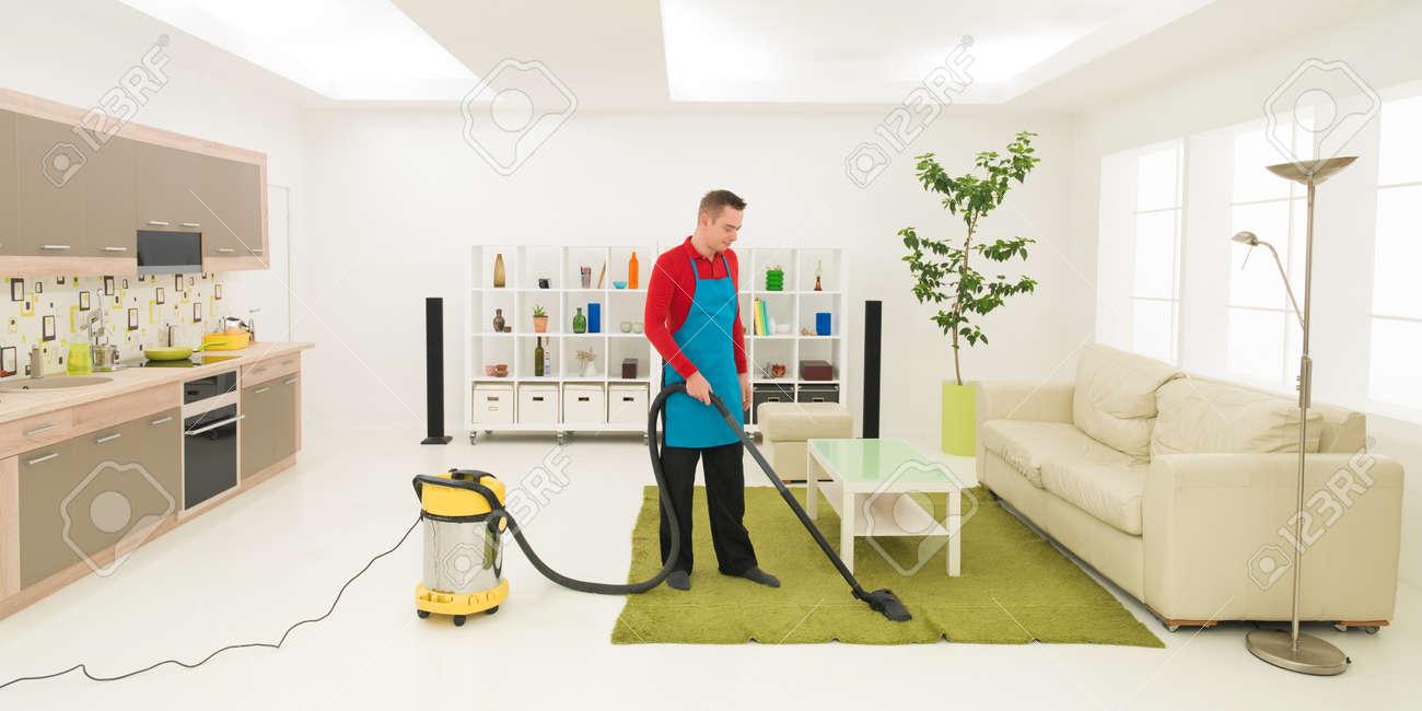 Caucasian Man Cleaning Carpet With Vacuum Cleaner In Living Room Banco De  Imagens   36920090
